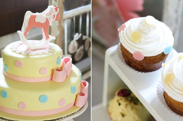 Žaismingas dviejų aukštų tortas su arkliuku ir keksiukai