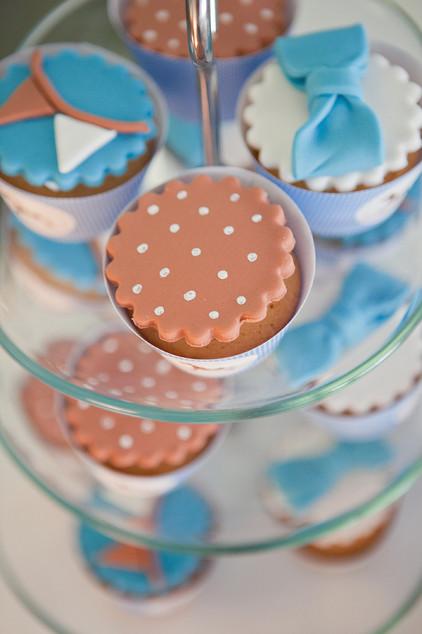 Krikšto šventės saldaus stalo vaišės - keksiukai