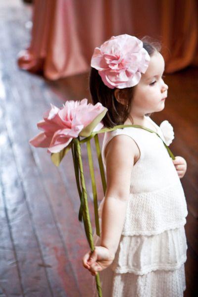 Gėlė - aksesuaras į plaukus mergaitei