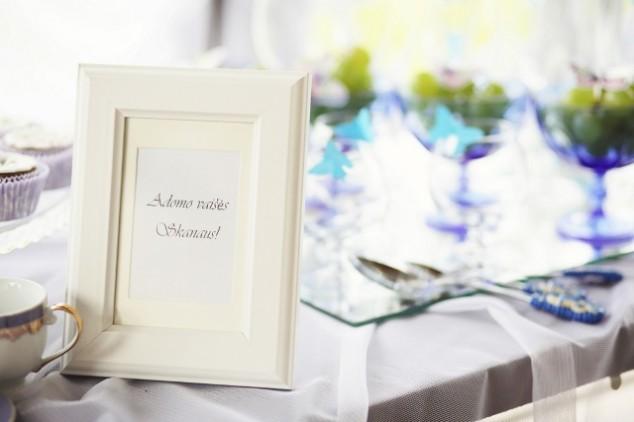 Krikštynų saldus stalas su rėmeliu ir užrašu