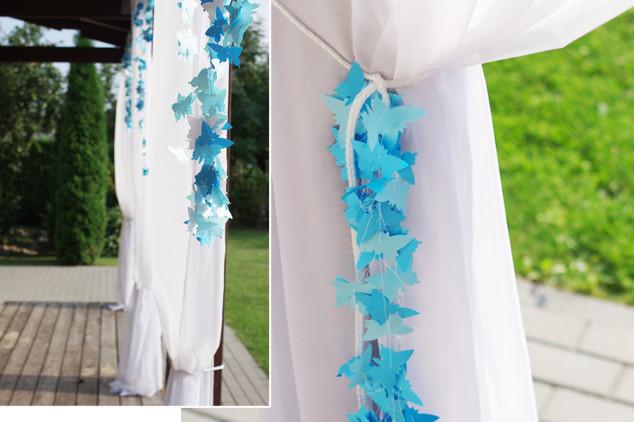 Žydros spalvos dekoracijos - popieriniai drugeliai