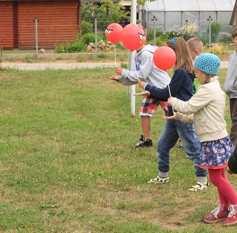 Gimimo dienos žaidimai - su balionu