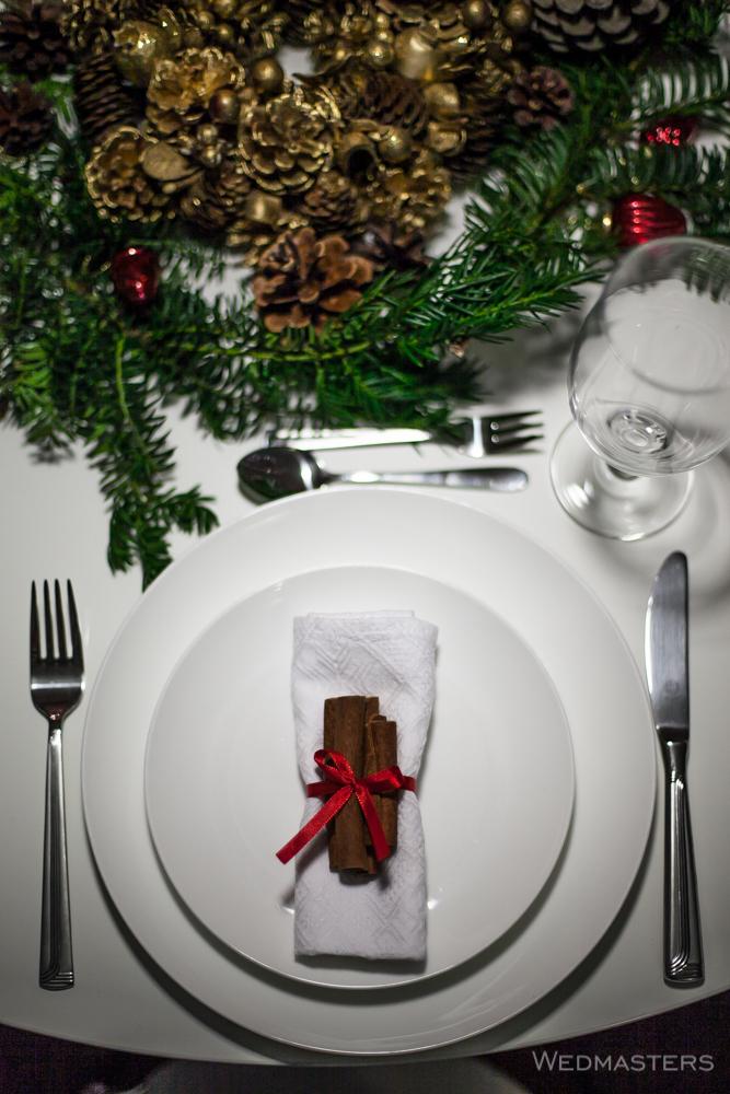 Kalėdų stalo serviravimas - cinamono lazdelės