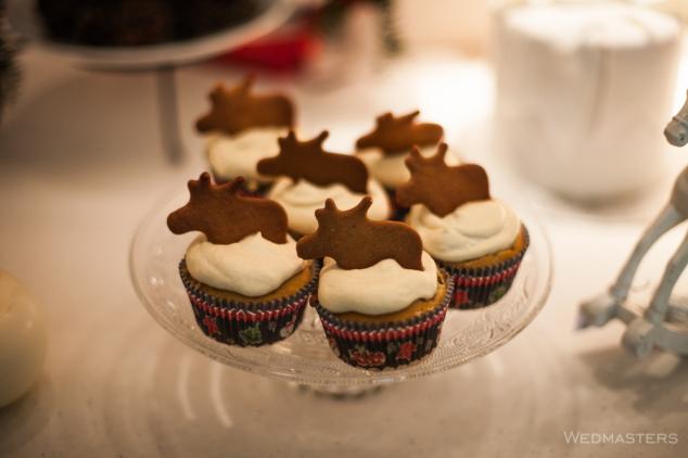Kalėdiniai keksiukai su imbieriniu sausainiu