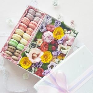 Macarons dėžutė su gėlėmis
