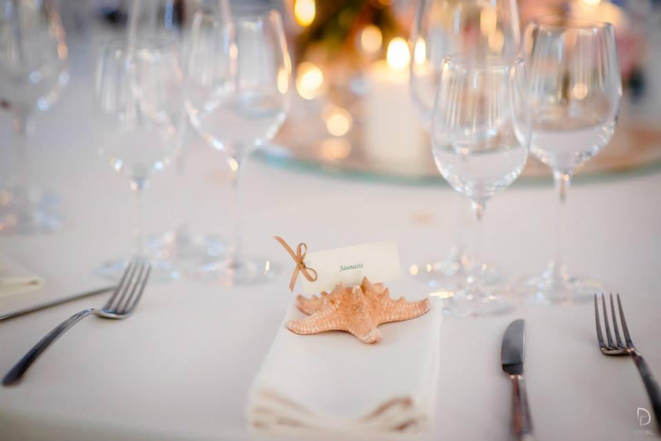 Jūros tema vestuvės - vardo kortelė su jūros žvaigžde