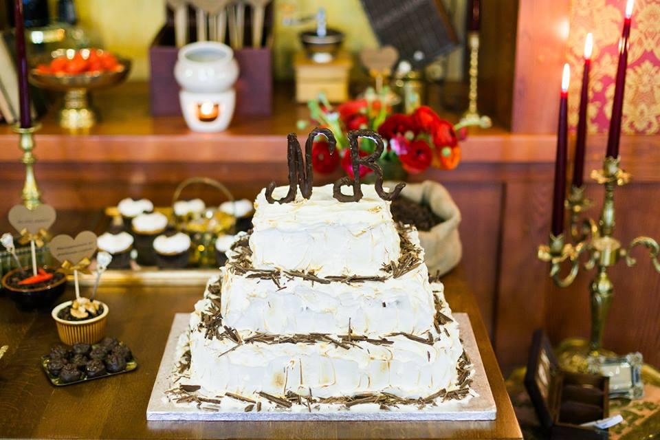 Vestuvinis kvadratinis šokolado tortas