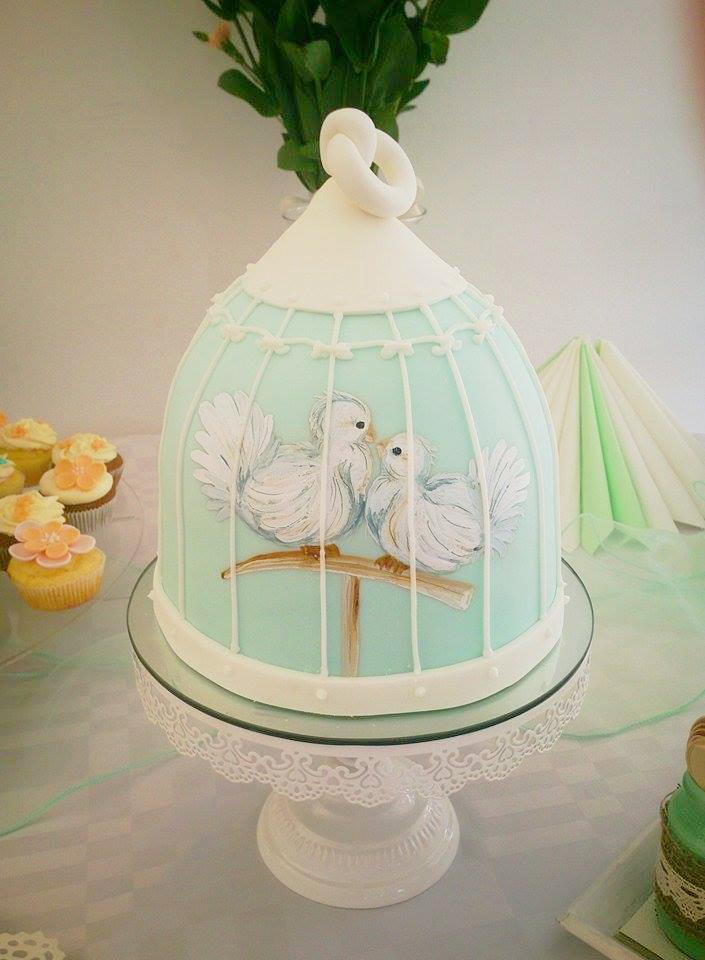 Vestuvinis tortas su piešiniais - balandžiai