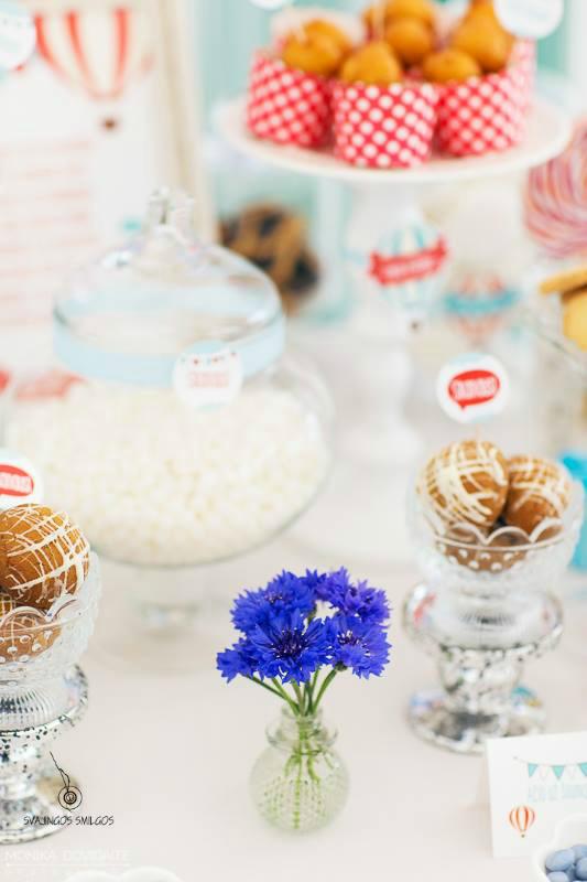 Saldus stalas,  krikštynos, rugiagėlės