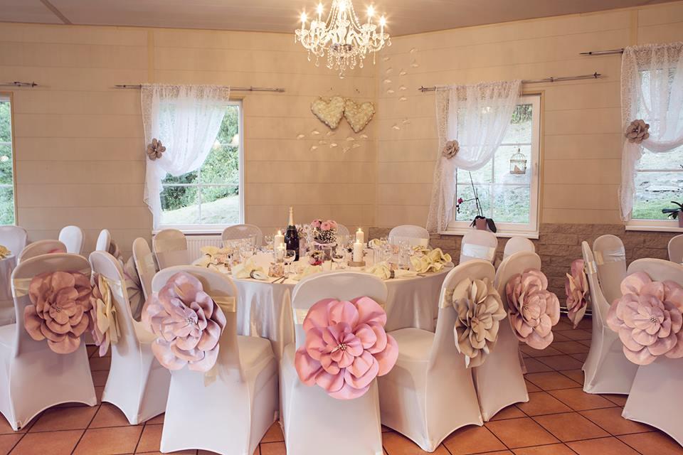 Popierinių gėlių papuošimai, kėdžių dekroacijos, vestuvės