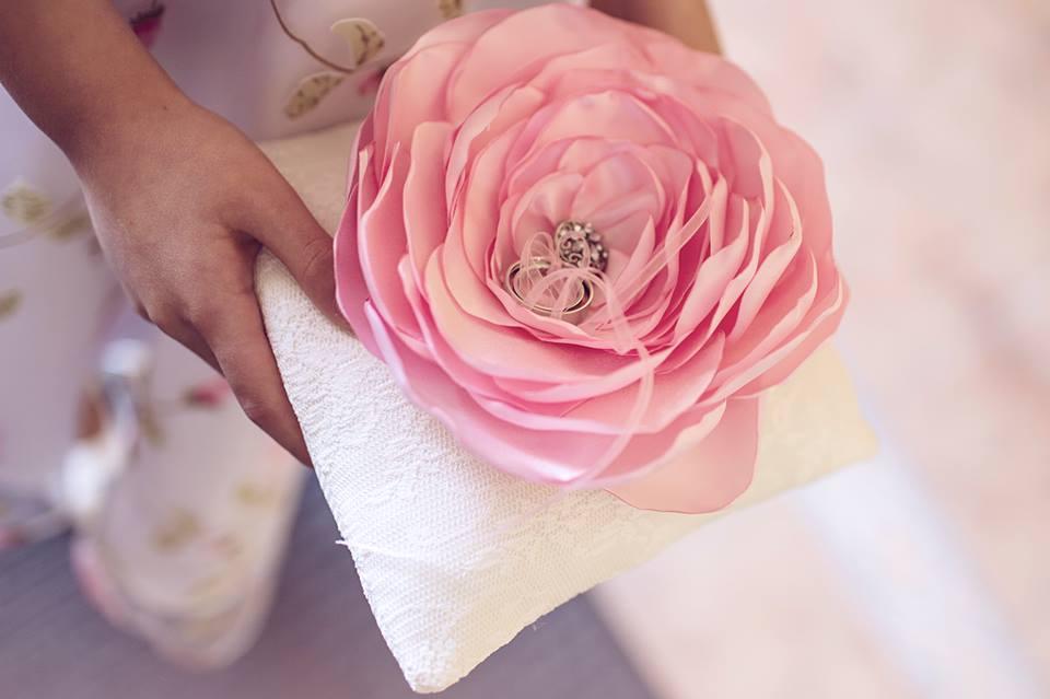 Žiedų pagalvėlė - gėlė