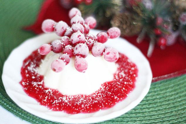 Kalėdinis desertas - panna cotta su spanguolėmis