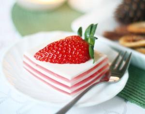 Kalėdinis desertas – panna cotta su braškėmis