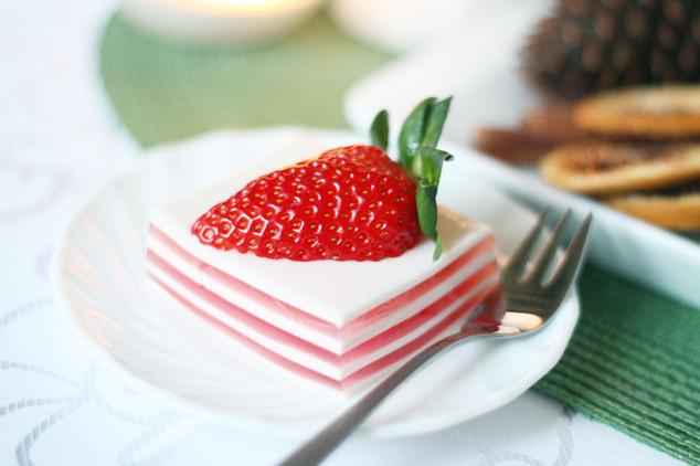 Kalėdinis desertas - panna cotta su braškėmis