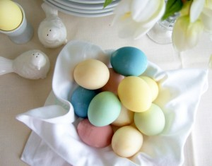 Natūraliai dažyti velykiniai kiaušiniai