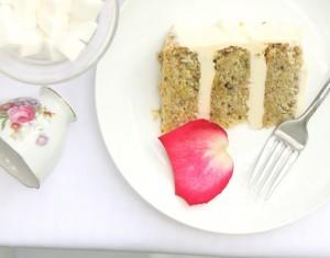 Pistacijų tortas su plikytu vaniliniu kremu bei medumi