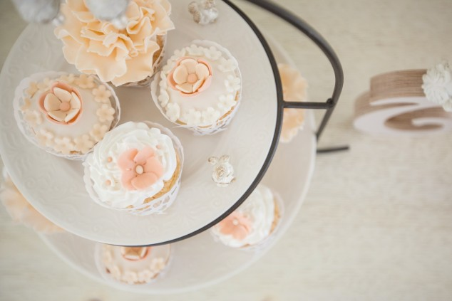 Saldaus stalo dekoras - gražūs keksiukai
