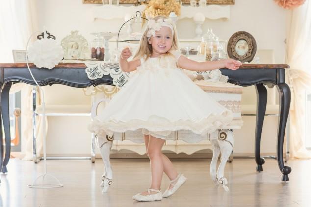 Kreminė krikštynų suknelė