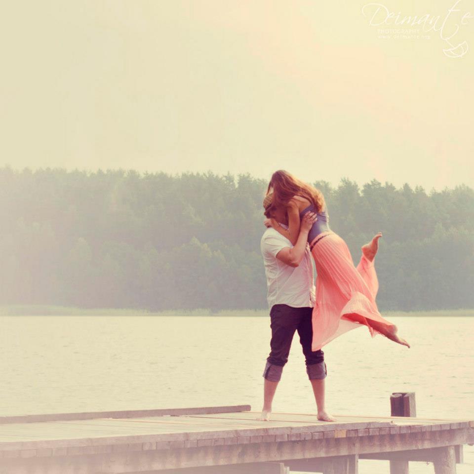 Romantiška oros fotosesija gamtoje prie ežero