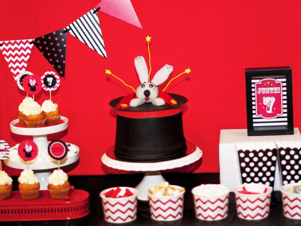 Magijos gimtadienis - torta su zuikiu ir kepure