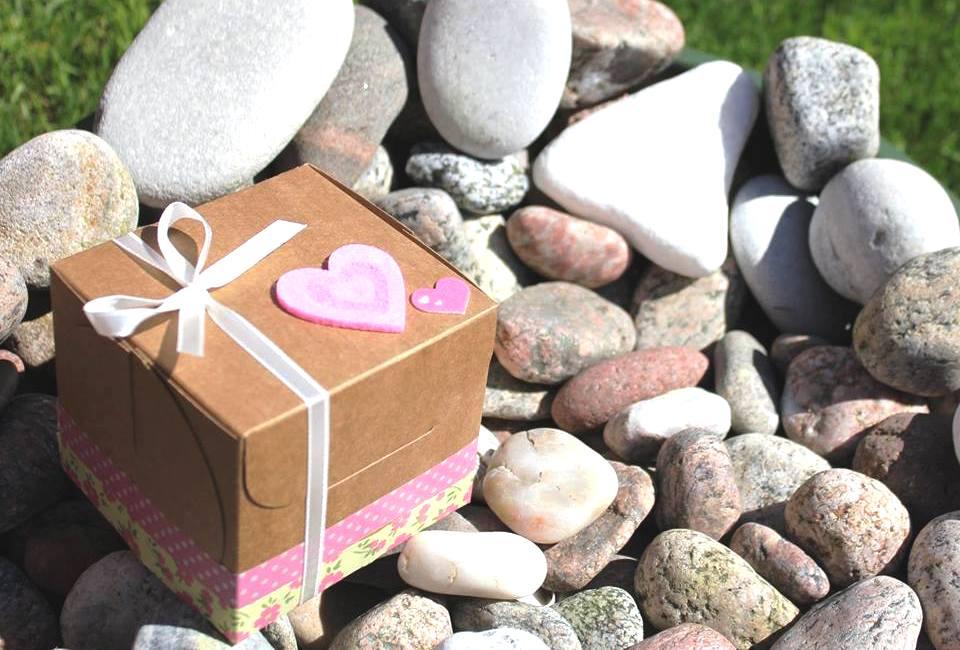 Keksiukų dėžutė - dovana vestuvių svečiams nuo jaunųjų