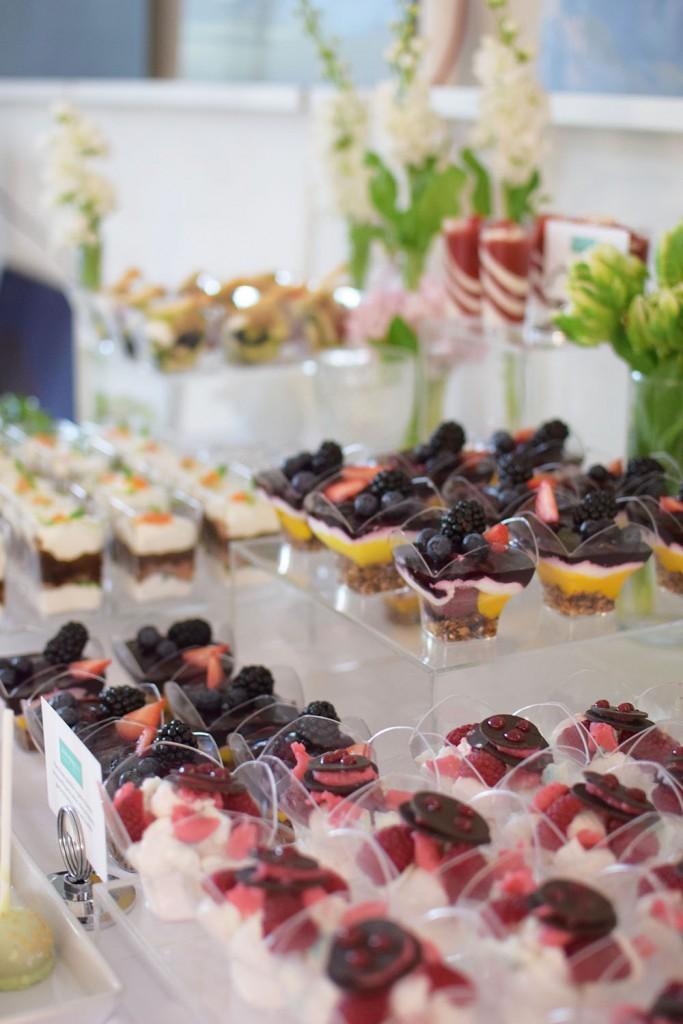 Saldaus stalo dekoravimas, vieno kąsnio užkandžiai