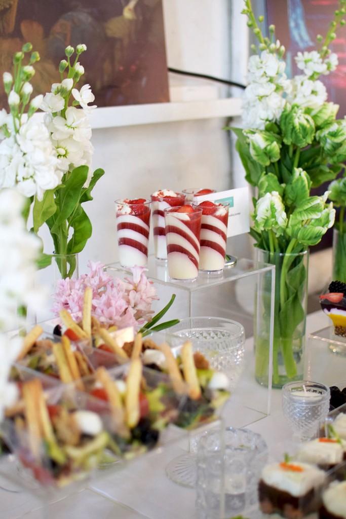 Vieno kąsnio užkandžiai indeliuose,s talo dekoras, tulpės