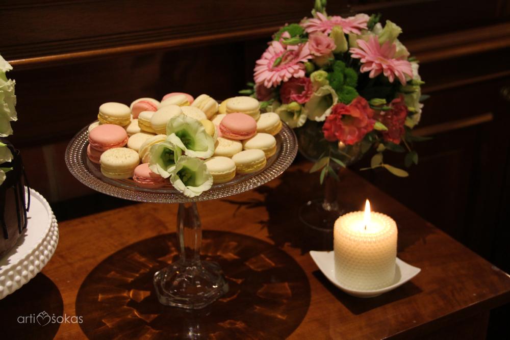 Macarons - saldaus stalo dekoras
