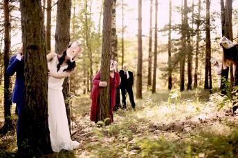 Vestuvės, fotosesija su kaukėmis ant veido