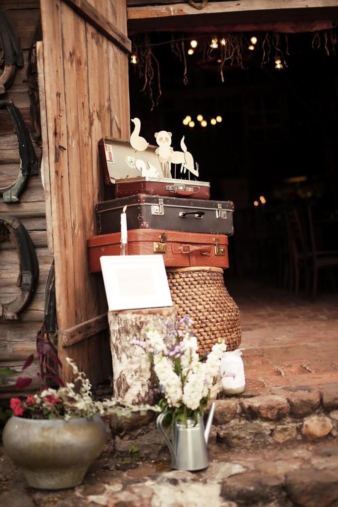 Vestuvių dekoras - lagaminai