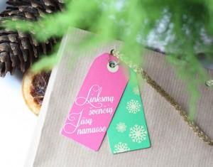 Kalėdinių dovanų pakavimas ir etiketės (atsispausdink)