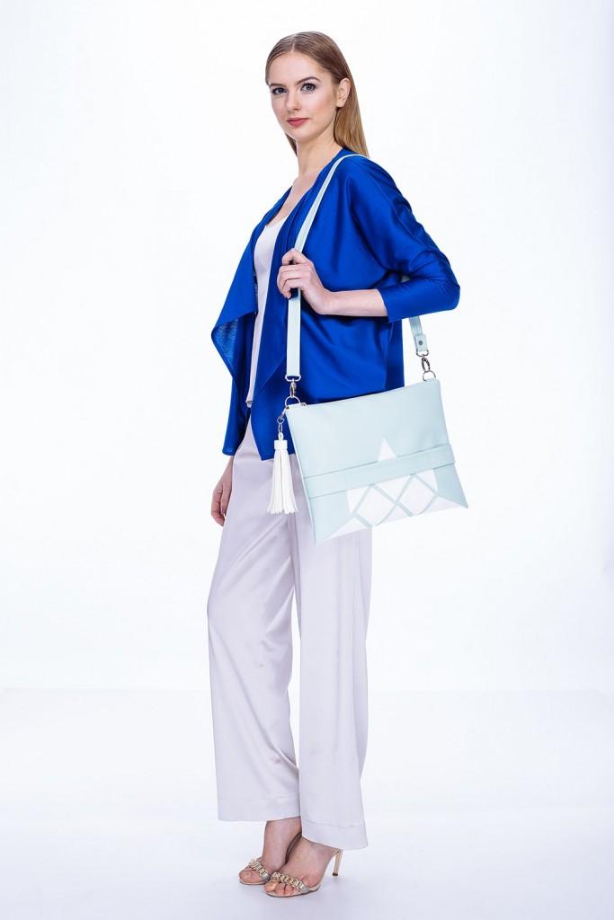 Šviesiai mėlyna, žydra stilinga rankinė