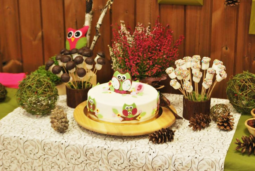 Saldus stalas pelėdžiukų tema