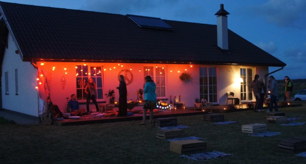 Vakarėlis lauke, lemputės, teminiai gimtadieniai vasarą