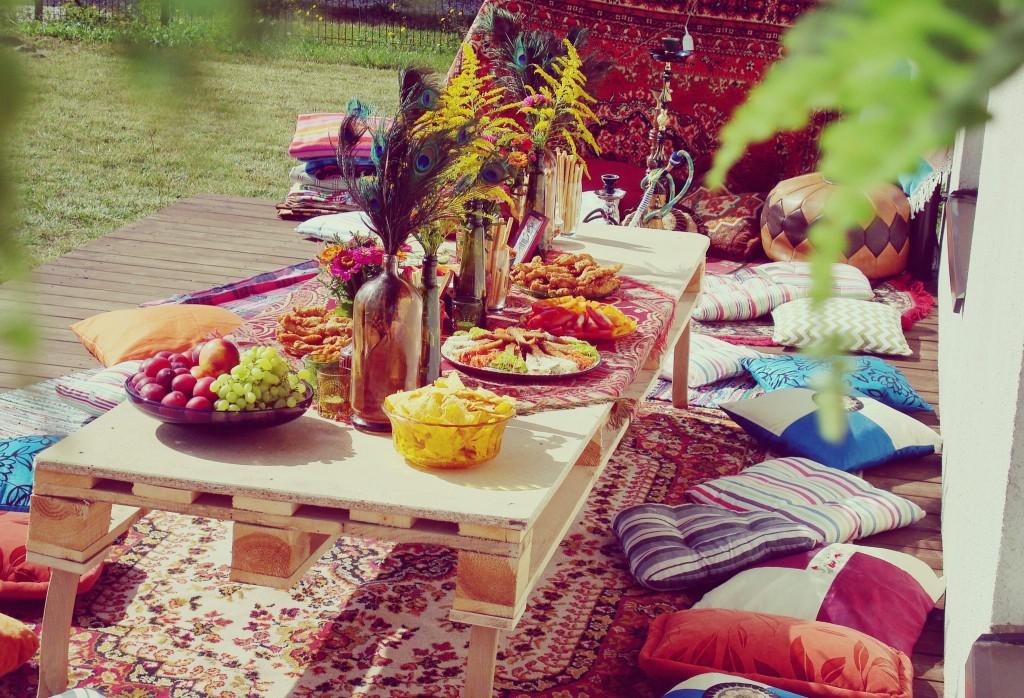 Stalo dekoras, hipių tema, stalas iš panelių