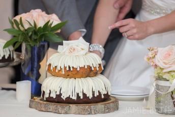 Dviejų aukštų keksų tortas