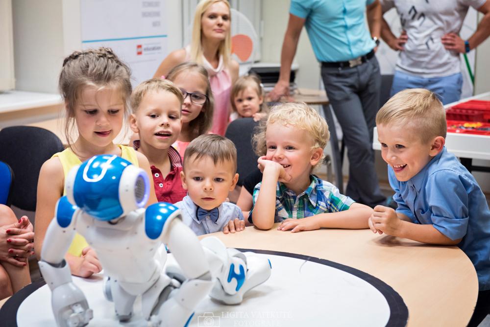 Robotas Robotikos akademijoje - gimtadienio idėja