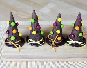 Šokoladinės raganų skrybėlaitės helovino stalui