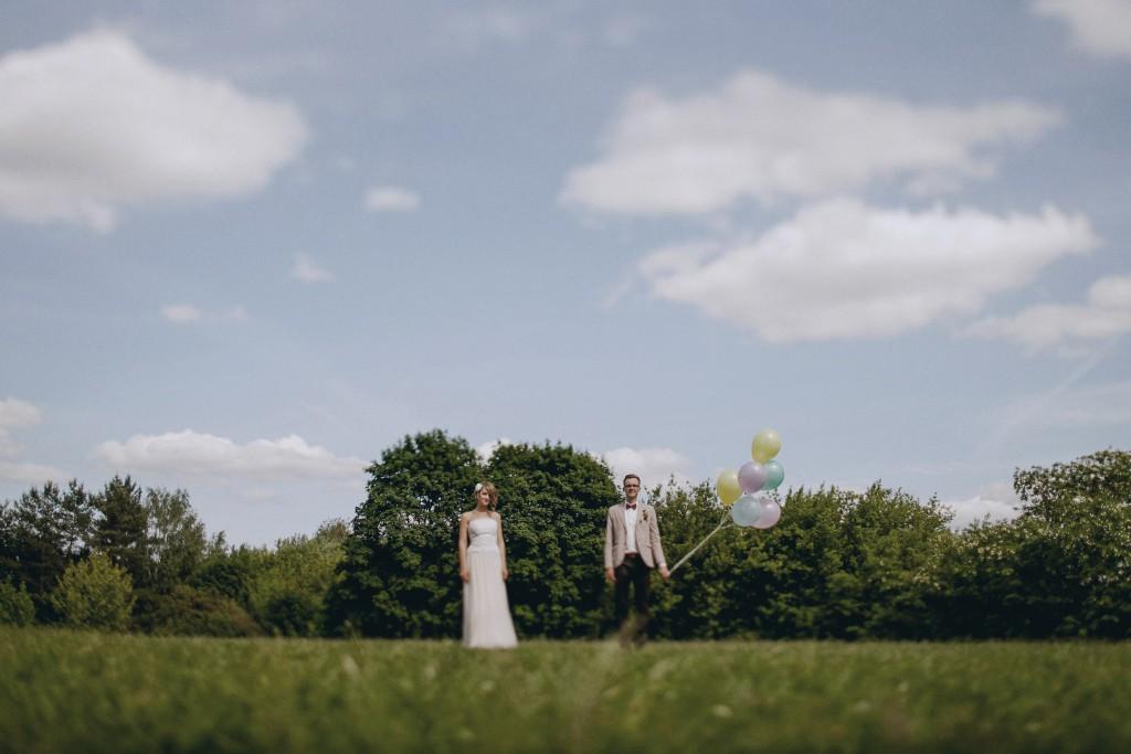 Fotosesija su balionais lauke