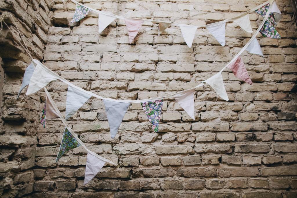 Medžiaginė trikampėlių girlianda, vestuvių erdvės puošimas
