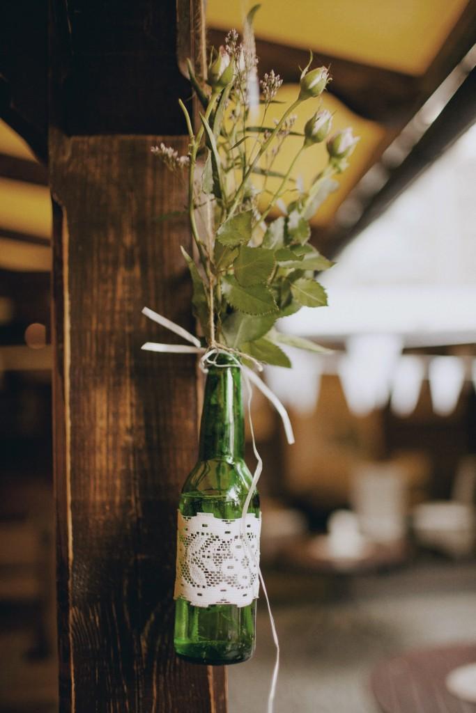 Dekoracija - butelis su nėriniuota juostele