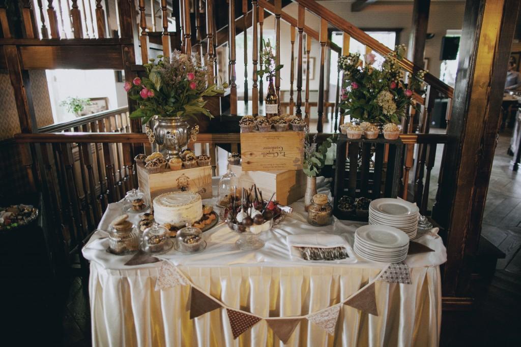 Rustic stiliaus vestuvių dekoravimas, puošimas
