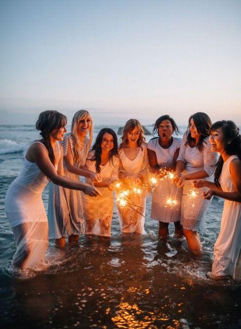 Mergvakaris - fotosesija vandenyje, jūroje su šaltomis ugnelėmis